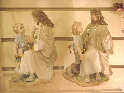 Figurine Jesus and child-ss.