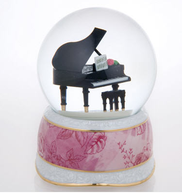 musical grand piano-water globe