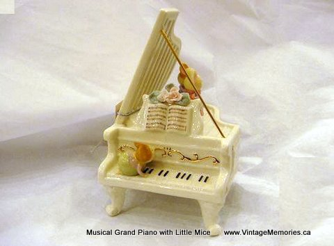 porcelain_Musical Grand Piano with Little Mice